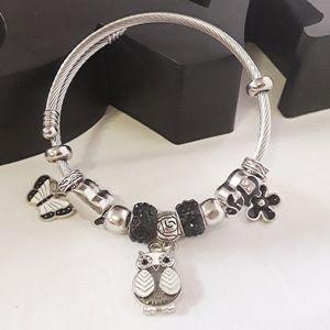 Jewelry - Bangle owl charm bracelet